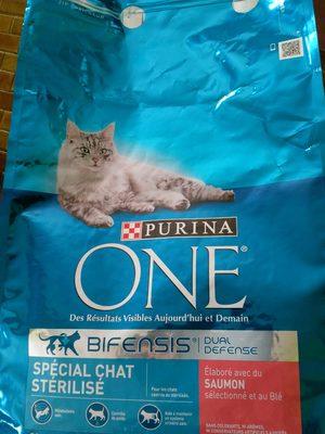 Purina One - Croquettes Au Saumon Et Blé Pour Chat Adulte Stérilisé - 3KG - Product